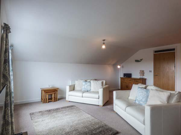 APARTMENT 20, short walk to beach and amenities, en-suite, open plan, St Ives, Ref 935125 - Image 1 - Saint Ives - rentals