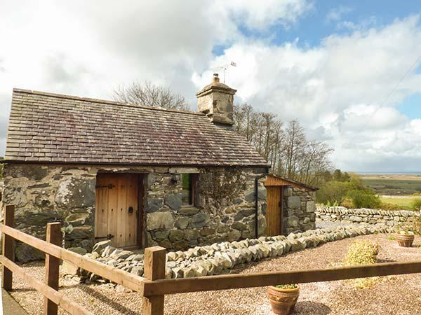 Y BECWS barn conversion, romantic, original features, close to beach and - Image 1 - Llanbedr - rentals