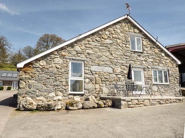 CELYN stone-built barn conversion on farm, wet room, pet-friendly, walks from door, Bala Ref 936735 - Image 1 - Bala - rentals