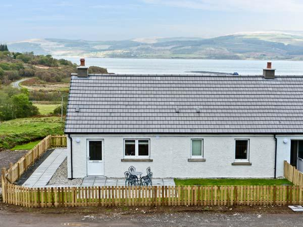SUNSET COTTAGE, pet friendly, country holiday cottage, with a garden in Salen, Ref 938191 - Image 1 - Salen - rentals