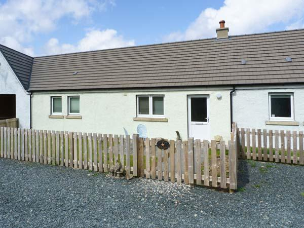 STARFISH COTTAGE, pet-friendly, luxury holiday cottage, with open fire in - Image 1 - Salen - rentals