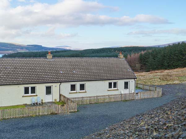 POPPIES COTTAGE, romantic retreat, sauna, woodburner, dogs welcome, terrace cottage near Salen, Ref. 938199 - Image 1 - Salen - rentals