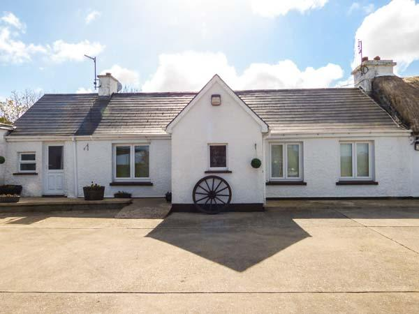 WHISPERING WILLOWS - THE BUNGALOW, semi-detached, WiFi, open fire, Carndonagh, Malin Head, Ref 936116 - Image 1 - Malin Head - rentals