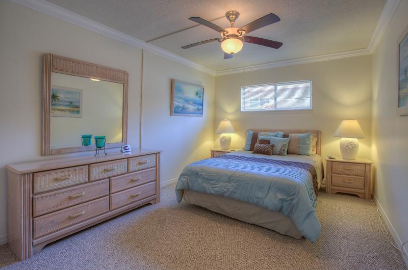 Master suite - Walk to Beach River Flagler Avenue - New Smyrna Beach - rentals