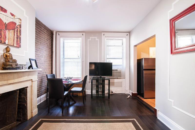 Living Room - Time Square,Amazing, Full Kitchen, Perfect Stay NY - New York City - rentals