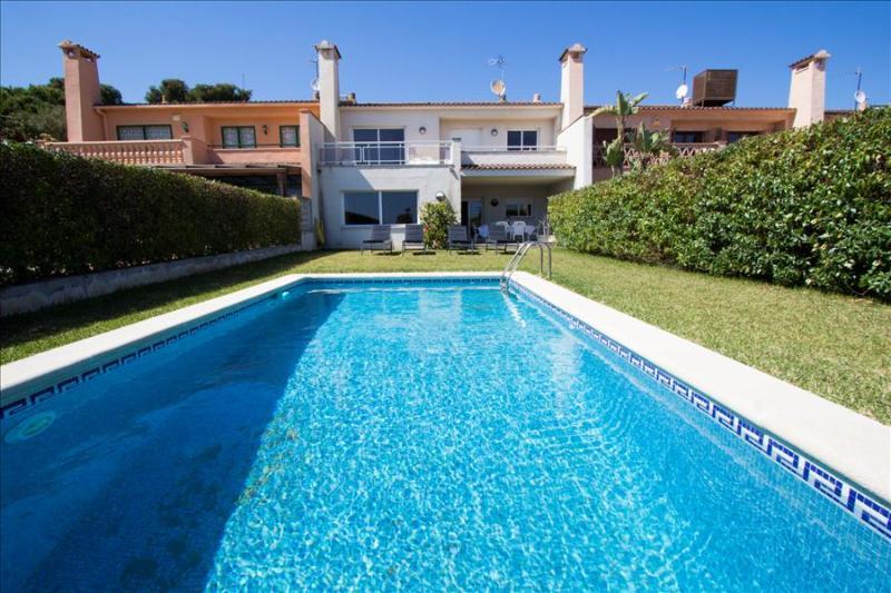 Delightful villa in Roda de Bara on the Costa Dorada, just 100 meters from the beach - Image 1 - Costa Dorada - rentals