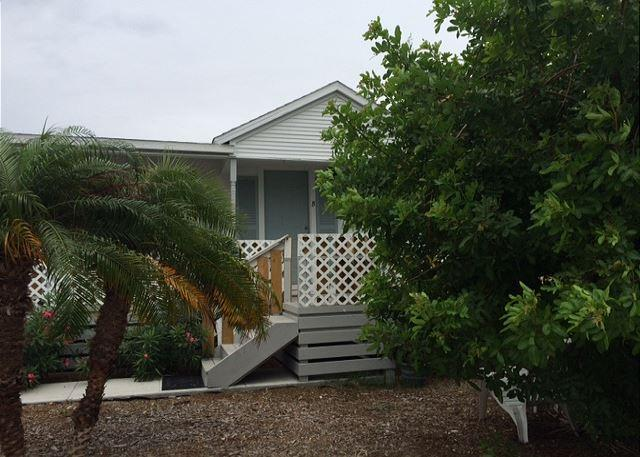 Wonderful studio cottage in the Heart of Port Aransas! - Image 1 - Port Aransas - rentals
