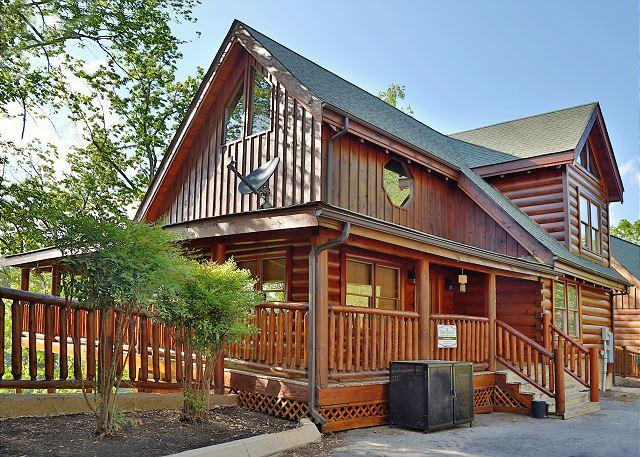 Cabin - Gorgeous View, 3 Levels, 2 Hot Tubs, 3 Jetted Tubs, Pool Tbl, PS3, Ms. PacMan - Sevierville - rentals