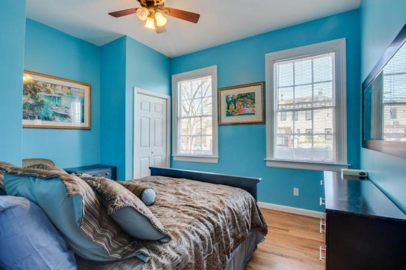 Urban townhome with dog-friendly features, four blocks to Forsyth Park! - Image 1 - Savannah - rentals