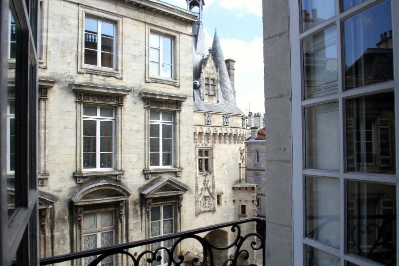 "View of the ""fairytale"" gate, Porte Cailhau, from living room - 2 bd fairytale view and elevator in historic heart - Bordeaux - rentals"