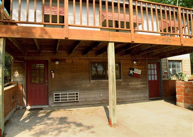 Front Entrance into Griff's A - Convenience in all directions! - New Braunfels - rentals