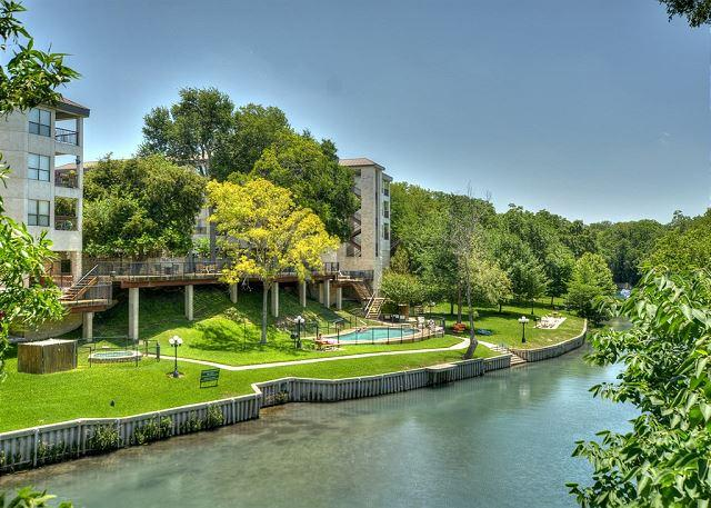 Direct Access into the Comal River - Comal River Access and Walking Distance to SCHLITTERBAHN - New Braunfels - rentals