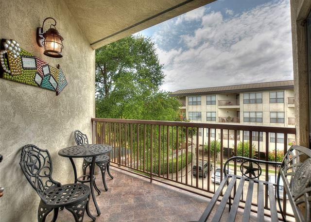 Private Balcony - Comal River Access and Walking Distance to SCHLITTERBAHN - New Braunfels - rentals