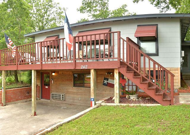 Shared Front Deck - Convenience in every direction! - New Braunfels - rentals
