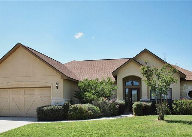 Mulligan Haus - UNBEATABLE! Luxury home located on the Bandit Golf Course! - New Braunfels - rentals