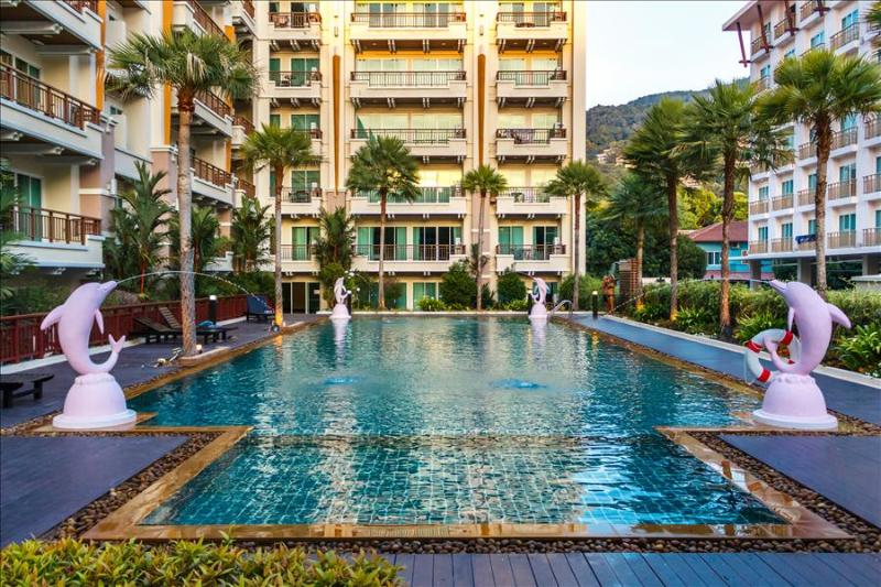 Large 1 bedroom apartment with pool & gym, central Patong! - Image 1 - Patong - rentals