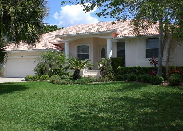 Front exterior - 1 Block to the Beach on Siesta Key Vacation Rental Home with Swimming Pool - Siesta Key - rentals