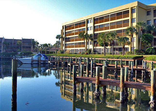 Spacious vacation rental condo with lagoon views, beach access, and pool - Image 1 - Siesta Key - rentals