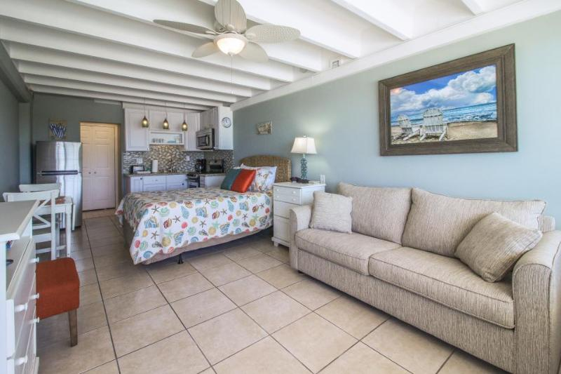 Classic beachfront studio with Gulf views & a shared pool! - Image 1 - Panama City Beach - rentals