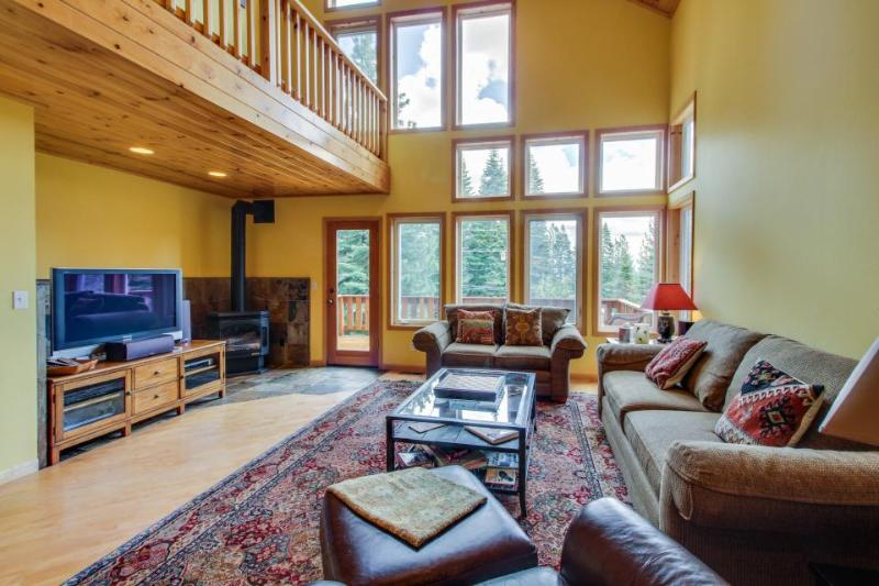 Dog-friendly home w/ shared hot tub & pool, easy access to beach & ski! - Image 1 - Truckee - rentals
