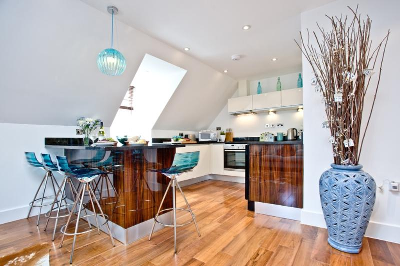 9 The Whitehouse located in Watergate Bay, Cornwall - Image 1 - Mawgan Porth - rentals