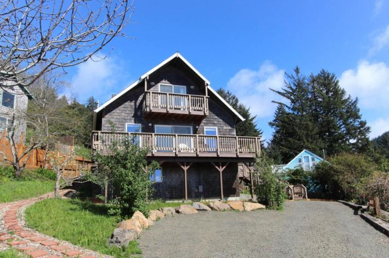 Delightful home w/ ocean view & private hot tub - just three blocks to beach - Image 1 - Yachats - rentals