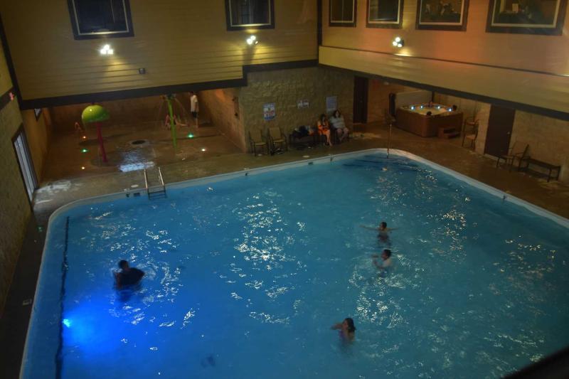 Eagles Nest Indoor Pool 4 Bedroom Condo - Image 1 - Branson - rentals
