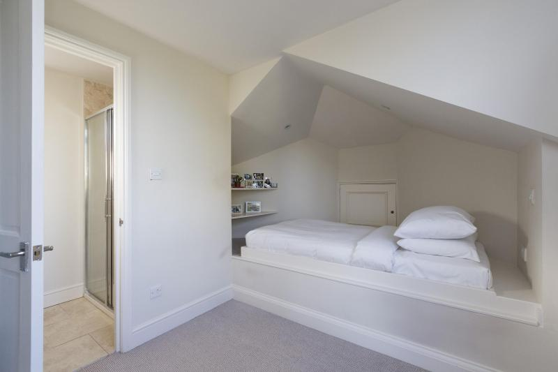 One Fine Stay - West Hill Road apartment - Image 1 - London - rentals