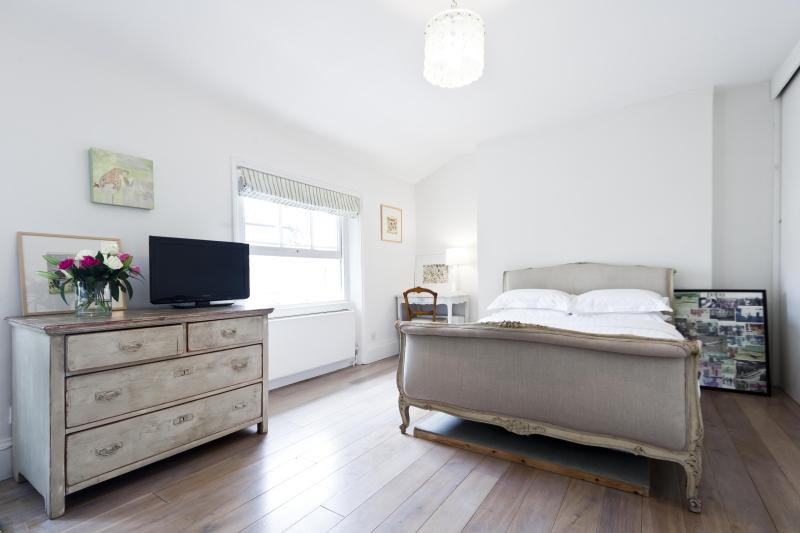 onefinestay - Westbourne Park Road private home - Image 1 - London - rentals