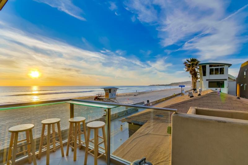 Spacious 1br+2ba OCEAN FRONT Townhome - Image 1 - Pacific Beach - rentals