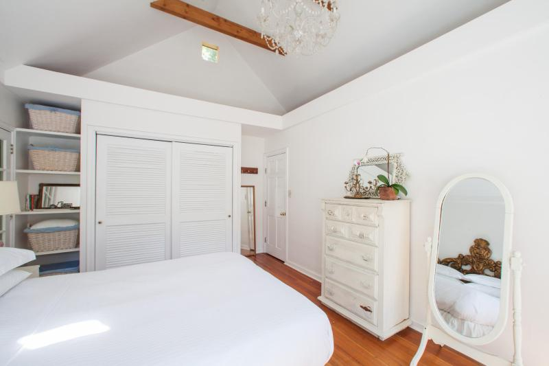 onefinestay - Kirkwood Drive private home - Image 1 - Los Angeles - rentals