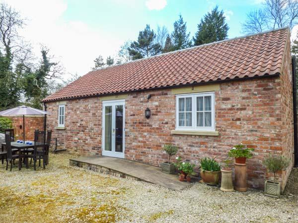 STABLE COTTAGE, pet-friendly, single-storey cottage, underfloor heating, close walking, in Hovingham Ref 21723 - Image 1 - Hovingham - rentals