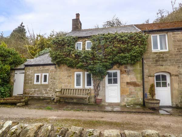 SWALLOW COTTAGE, charming character cottage with woodburner, WiFi, Sky TV, romantic views, Bakewell, Ref. 929910 - Image 1 - Bakewell - rentals