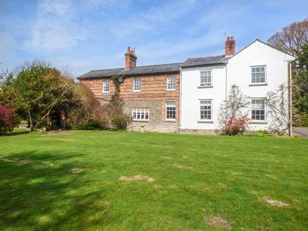 RIVERSIDE, riverside with garden, lovely views, walks and cycle trails, Craven Arms, Ref 932963 - Image 1 - Craven Arms - rentals
