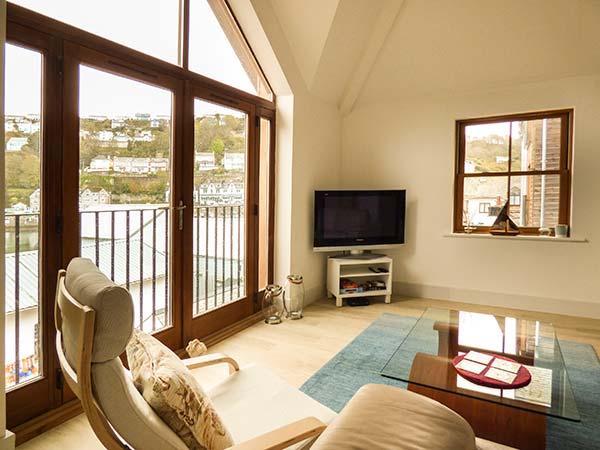 THE CREEKSIDE, luxury waterside apartment, estuary views, close beach in Looe Ref 934160 - Image 1 - Looe - rentals