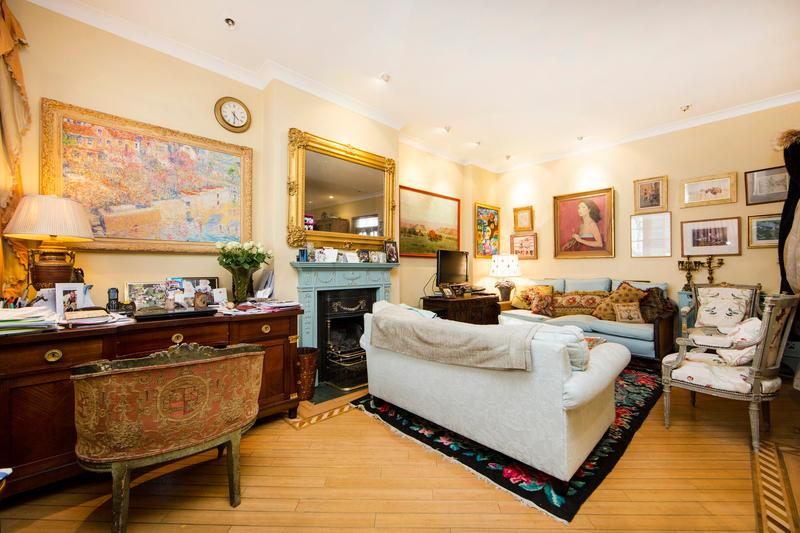 Grand mews house with 3 bedrooms in very exclusive location- Knightsbridge - Image 1 - London - rentals