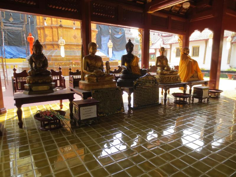 people travel for days to see Wat Phra Singh temple all you have to do is walk out your door - old city Town House SUNDAY WALKING STREET sleeps 4 - Chiang Mai - rentals