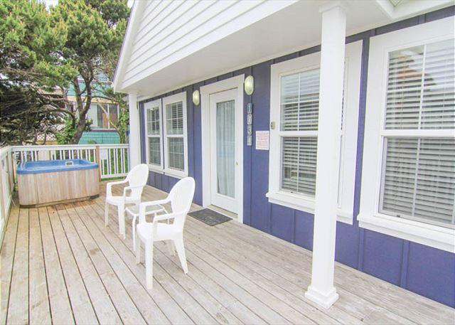 1930s Charm Two Blocks from the Beach with Separate Living Area, Hot Tub! - Image 1 - Lincoln City - rentals