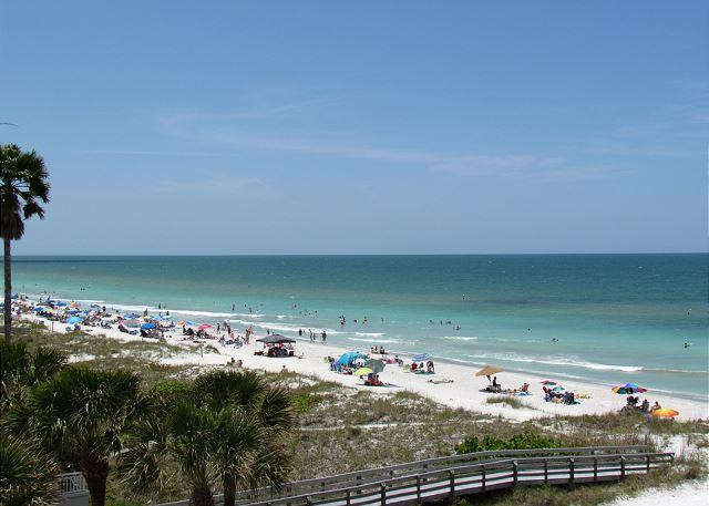 It's time to book a summer vacation in this penthouse at Sea Isles i - Image 1 - Indian Rocks Beach - rentals