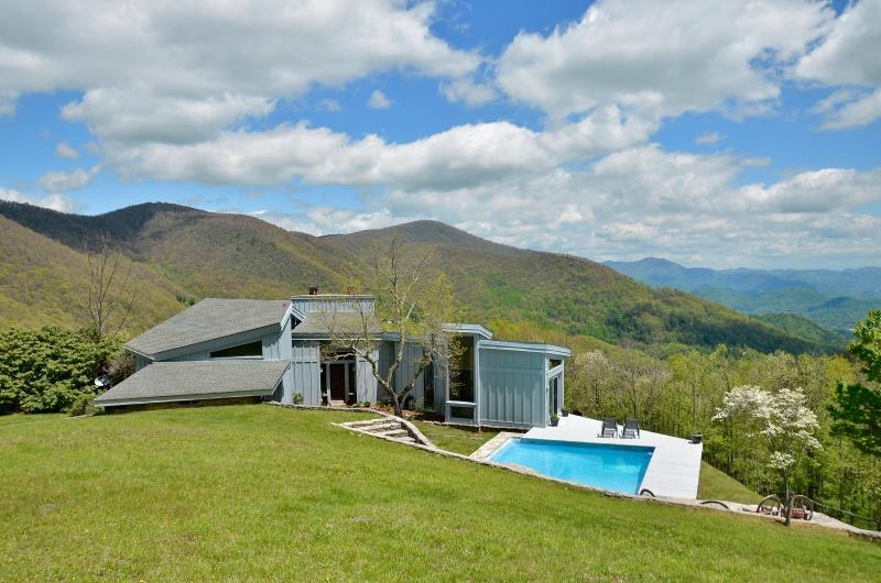 RUSTIC -  Privacy on 25 acres with pool and hot tub. - RUSTIC retreat w/pool 1 mi. to Smoky Mtn Ntl Park - Maggie Valley - rentals