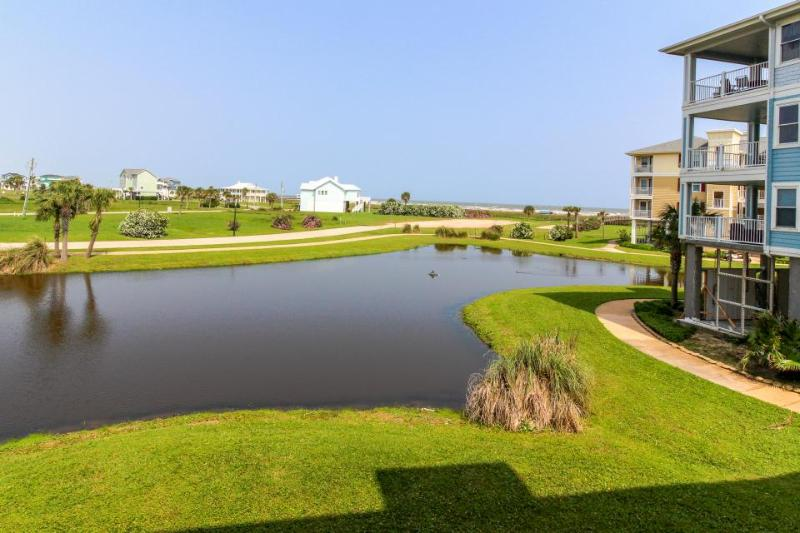 Resort condo w/Gulf views, shared pool, hot tub & entertainment - walk to beach! - Image 1 - Galveston - rentals