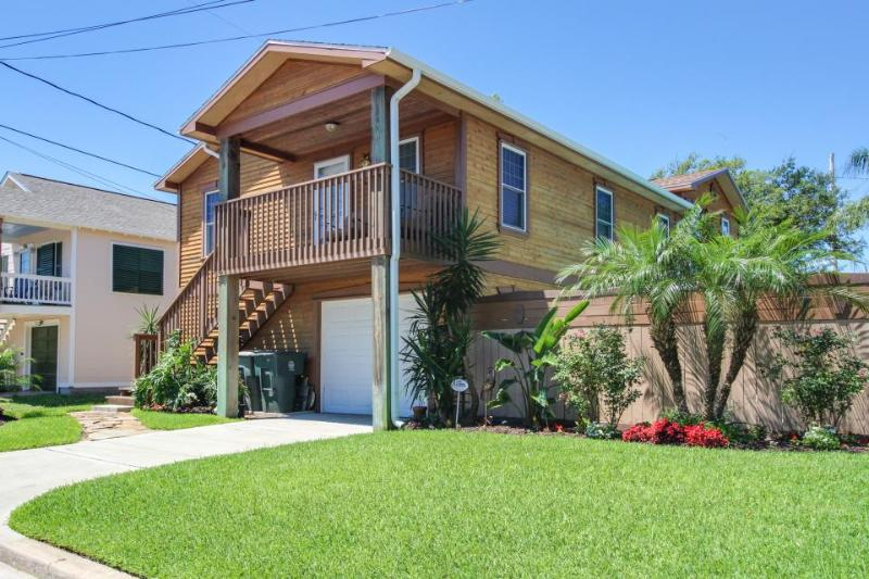 Gorgeous, dog-friendly house w/ full kitchen, great location - Image 1 - Galveston Island - rentals