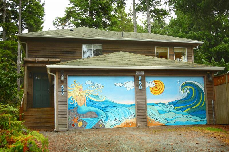 Painted by the owners and their kids. - Bright, Spacious, Pet Friendly Home w/ Hot Tub  (MCA#1284) - Manzanita - rentals