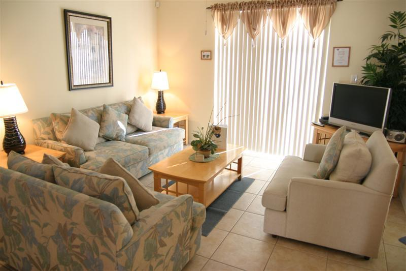 Beautifully decorated Living room that over view the pool - T914BD-Hillside Courtyard - Davenport - rentals