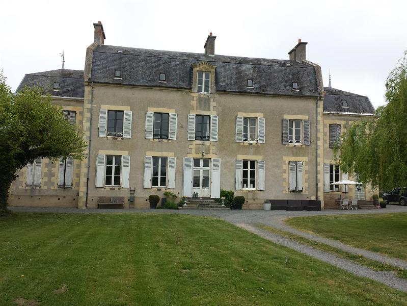 Front of the house - Château Oliveau nearby circuit Magny-Cours - Mars-sur-Allier - rentals