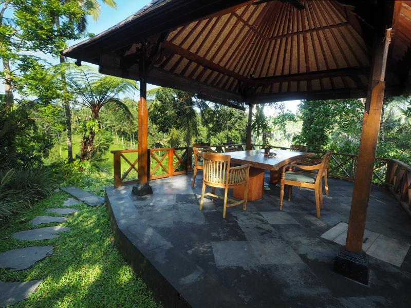 The outside dining area - Villa Samaki Peaceful and romantic 3 bedrooms villa - Ubud - rentals