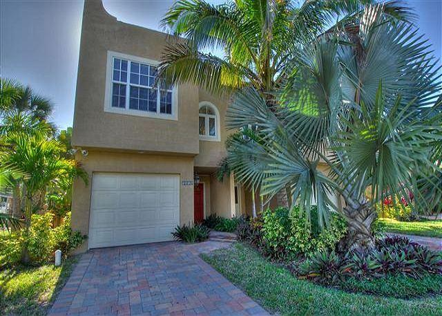 Walk to the Village or the Beach, Everything is in Reach from this SK Rental - Image 1 - Siesta Key - rentals