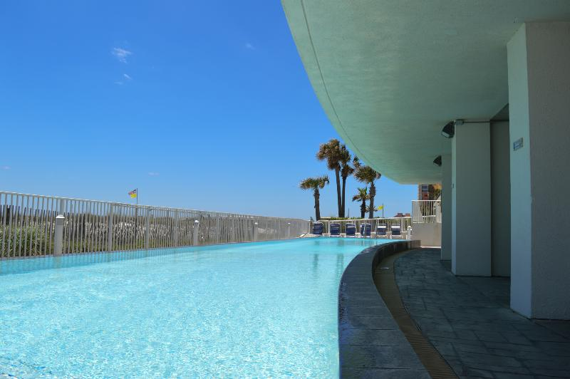 3 Bedroom 3 Bath on the Beach 2 King Suites! Slps8 - Image 1 - Gulf Shores - rentals
