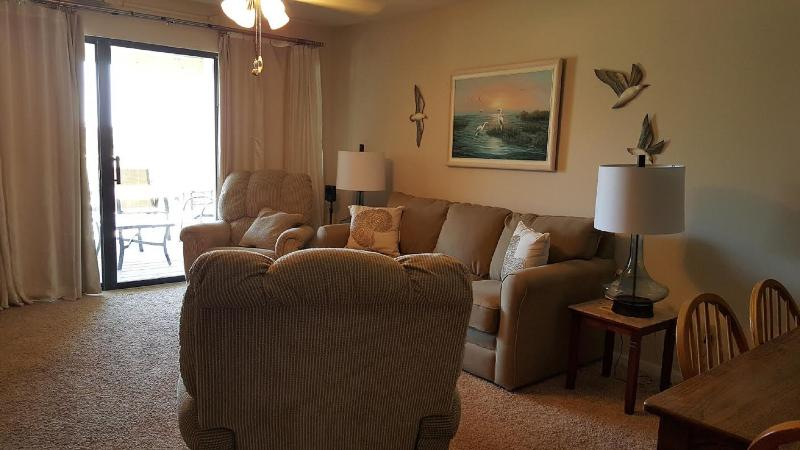 Living 'Area - Beautiful 2BD-2BA w/ view sleeps 6 great reviews! - Orange Beach - rentals