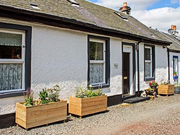 FLORDES COTTAGE, romantic retreat, woodburning stove, walking and cycling available, in Leadhills, Ref 925233 - Image 1 - Leadhills - rentals